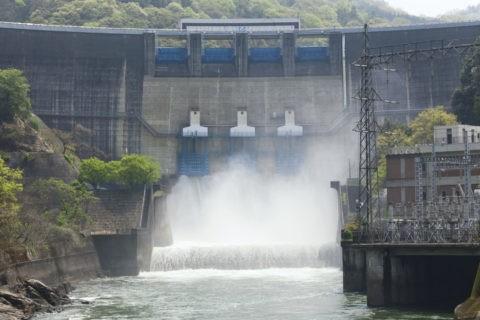 天ケ瀬ダム 放水