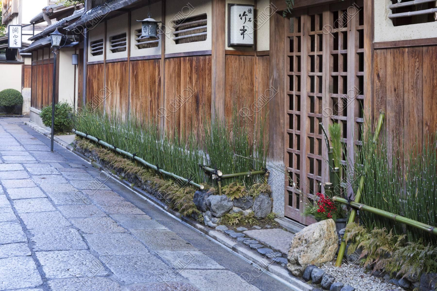 正月の石塀小路