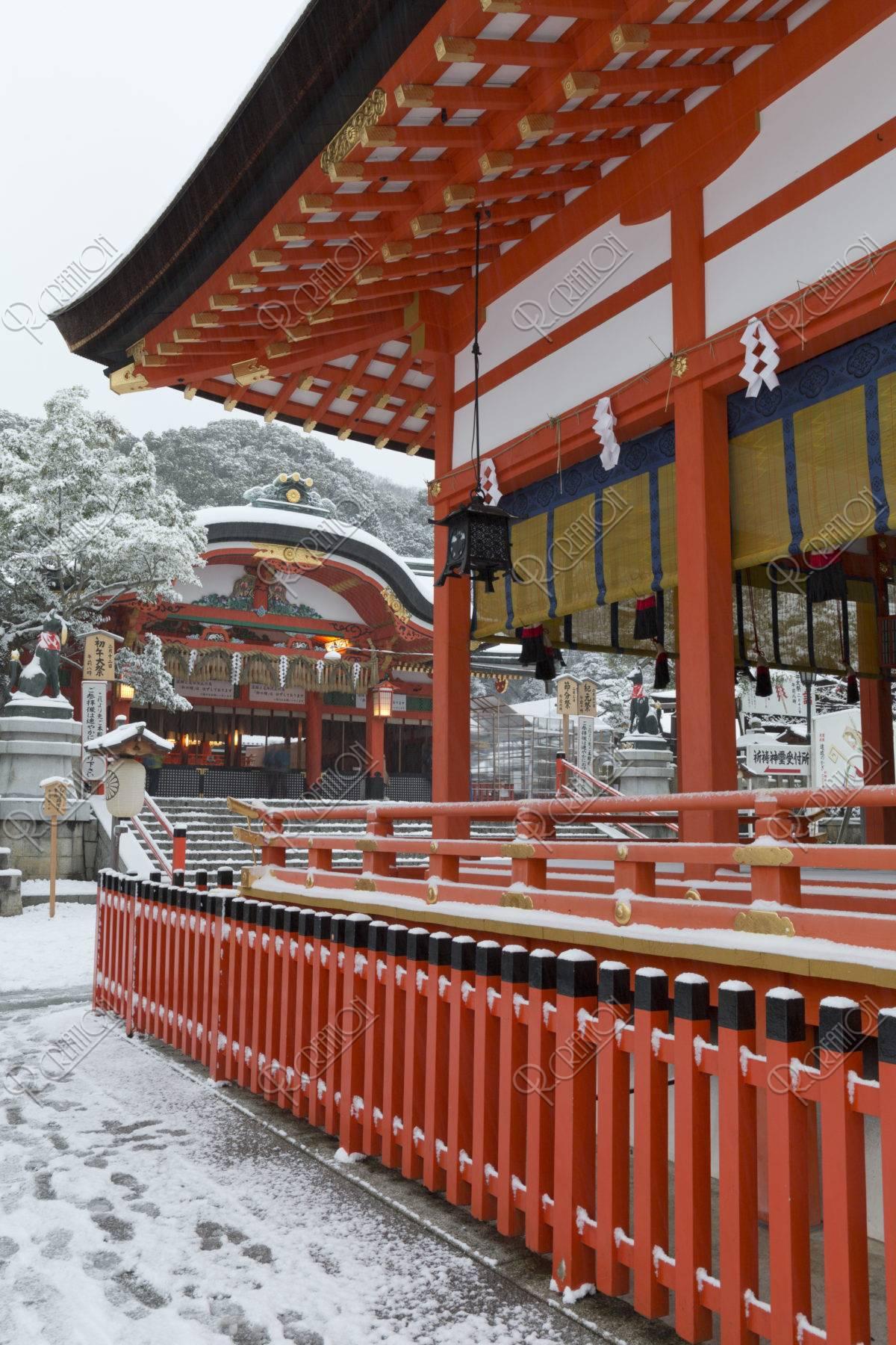 雪の伏見稲荷大社