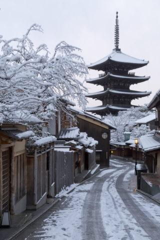 雪の八坂塔