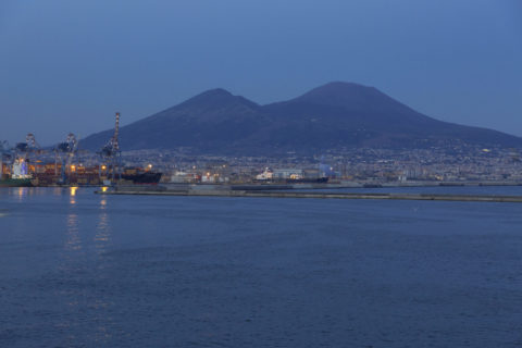 ナポリ港の夕暮れ