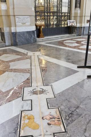 パレルモ大聖堂 日時計