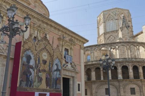 聖母教会堂とカテドラル