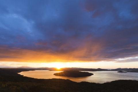 屈斜路湖の朝焼け
