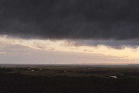 釧路湿原の黒い雲