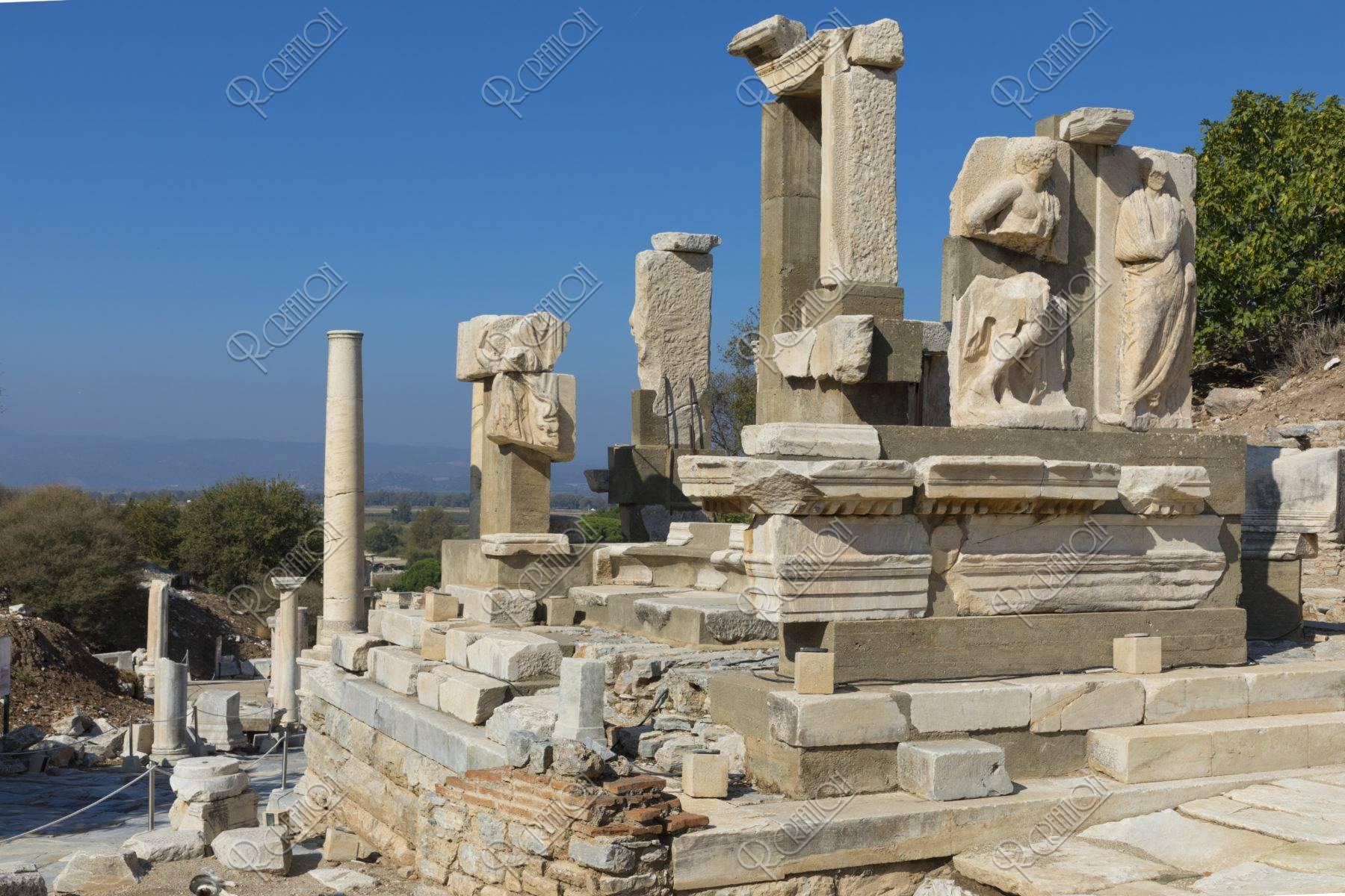 エフェソス遺跡 メミウスの碑