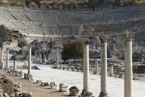 エフェソス遺跡 列柱と大劇場