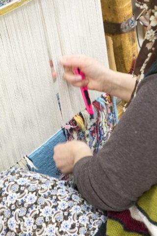 トルコ絨毯を織る