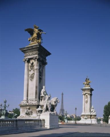 アレキサンダー3世橋とエッフェル塔 フランス