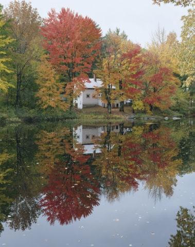 紅葉と白い家 ニューハンプシャー