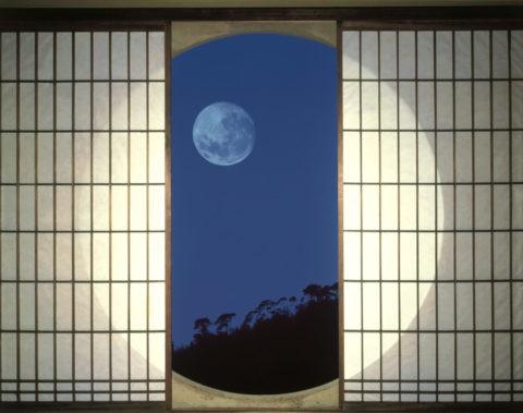 丸窓と月 C.G.合成