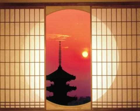 丸窓と五重塔 夕景 C.G.合成