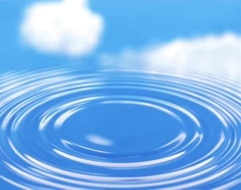 青空と雲と波紋