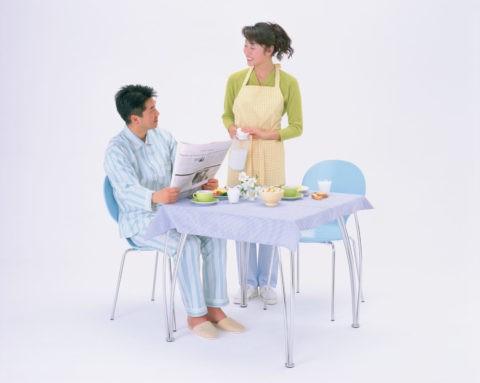 朝食のカップル