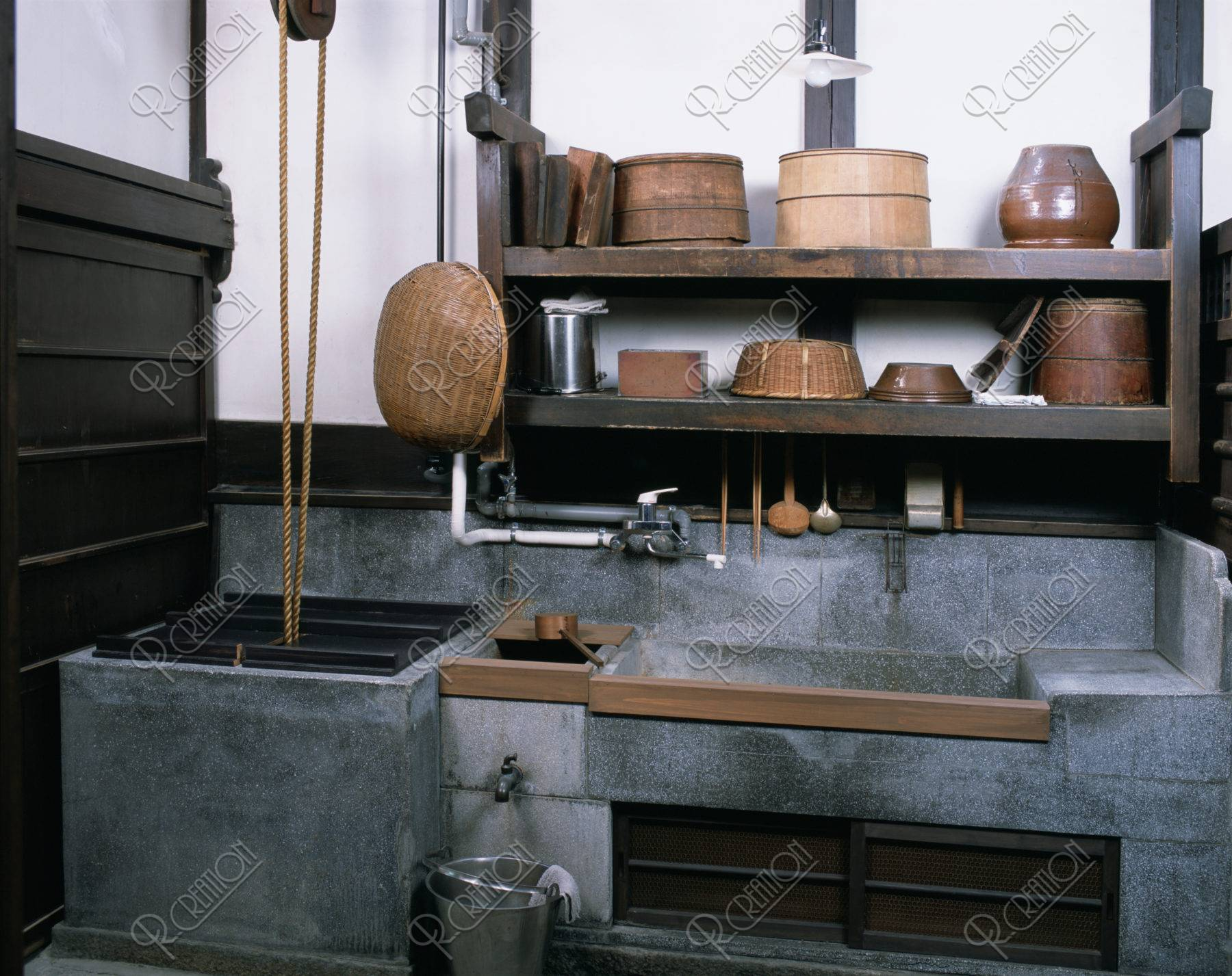 町家 台所、井戸と流し*要許可
