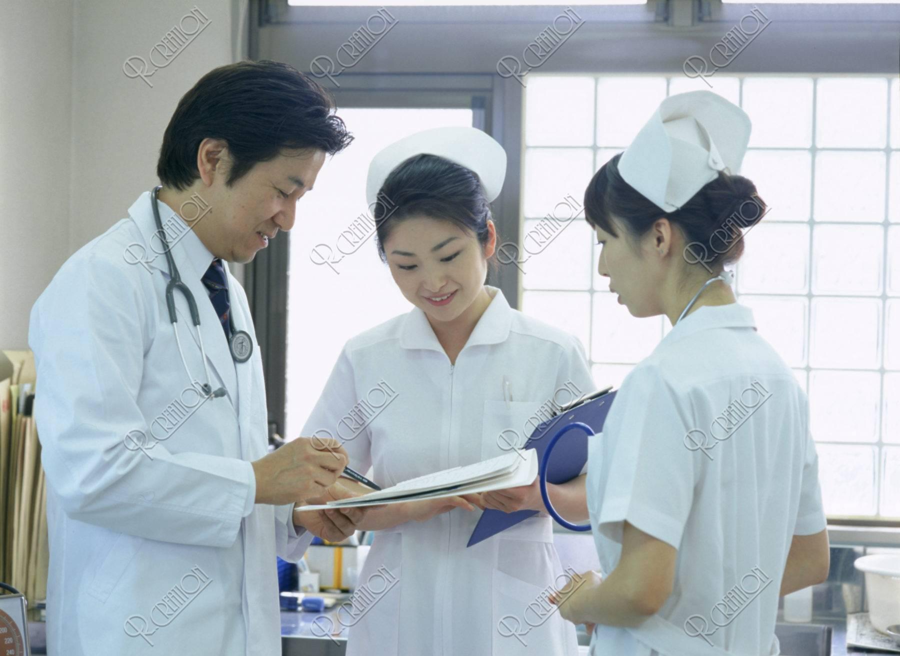 医師と看護士