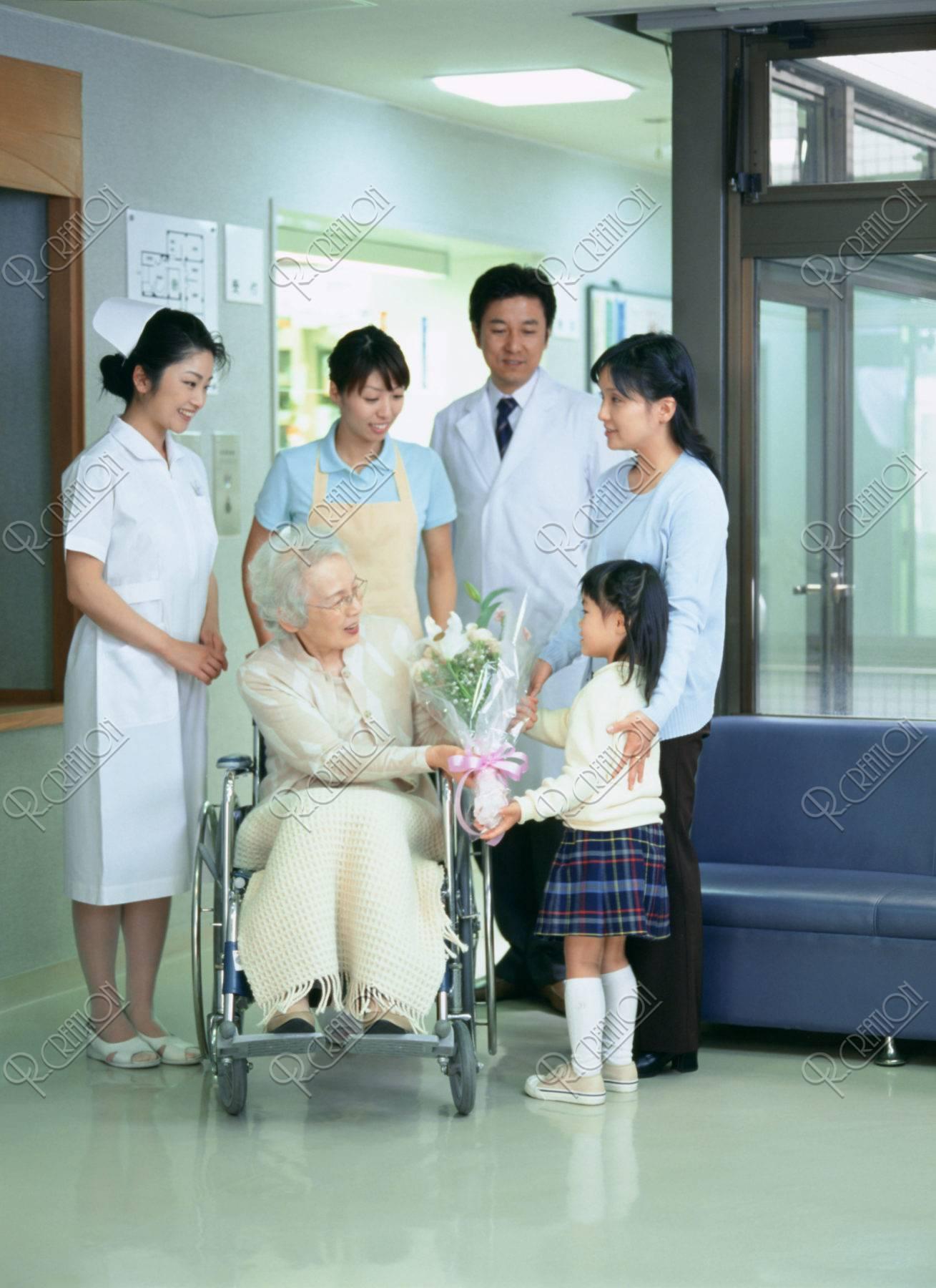 お年寄りの退院