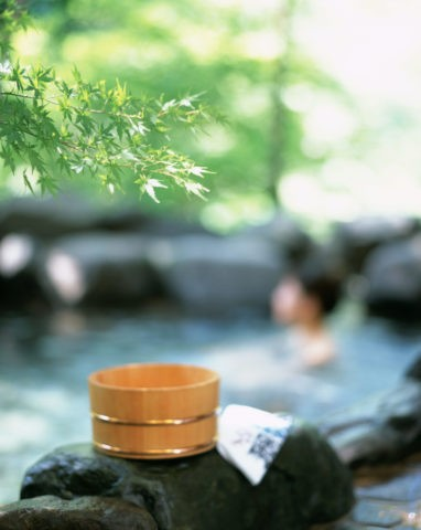 露天風呂 桶と青楓