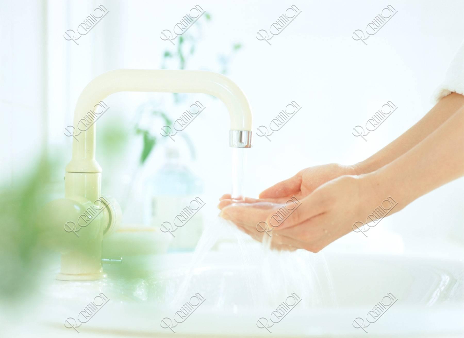 水を受ける手