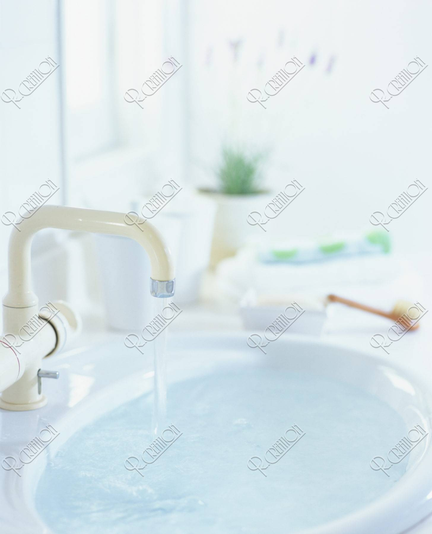 水が出ている洗面所