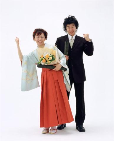 卒業式のカップル