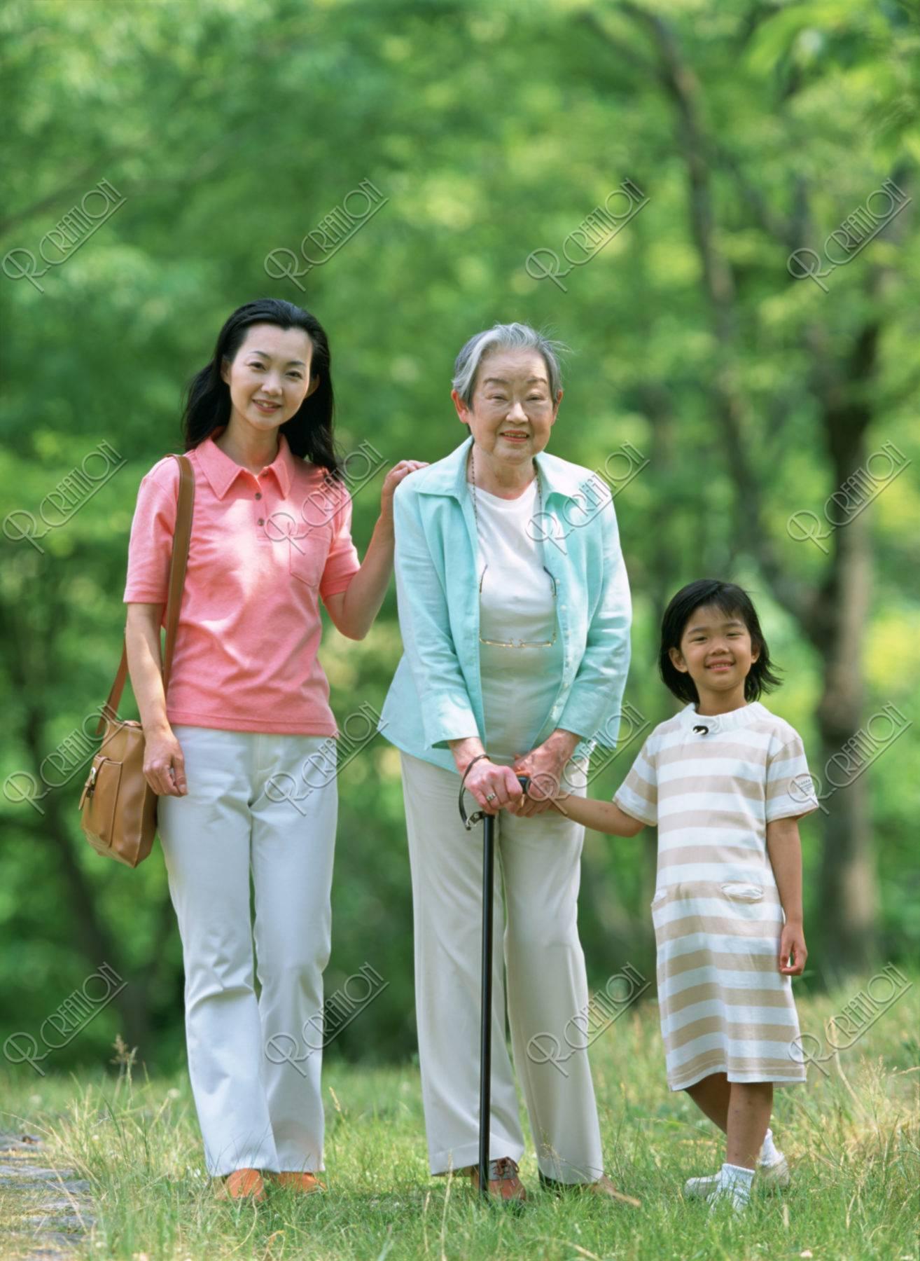 祖母と母と孫