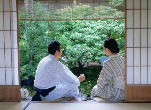 浴衣姿の熟年夫婦