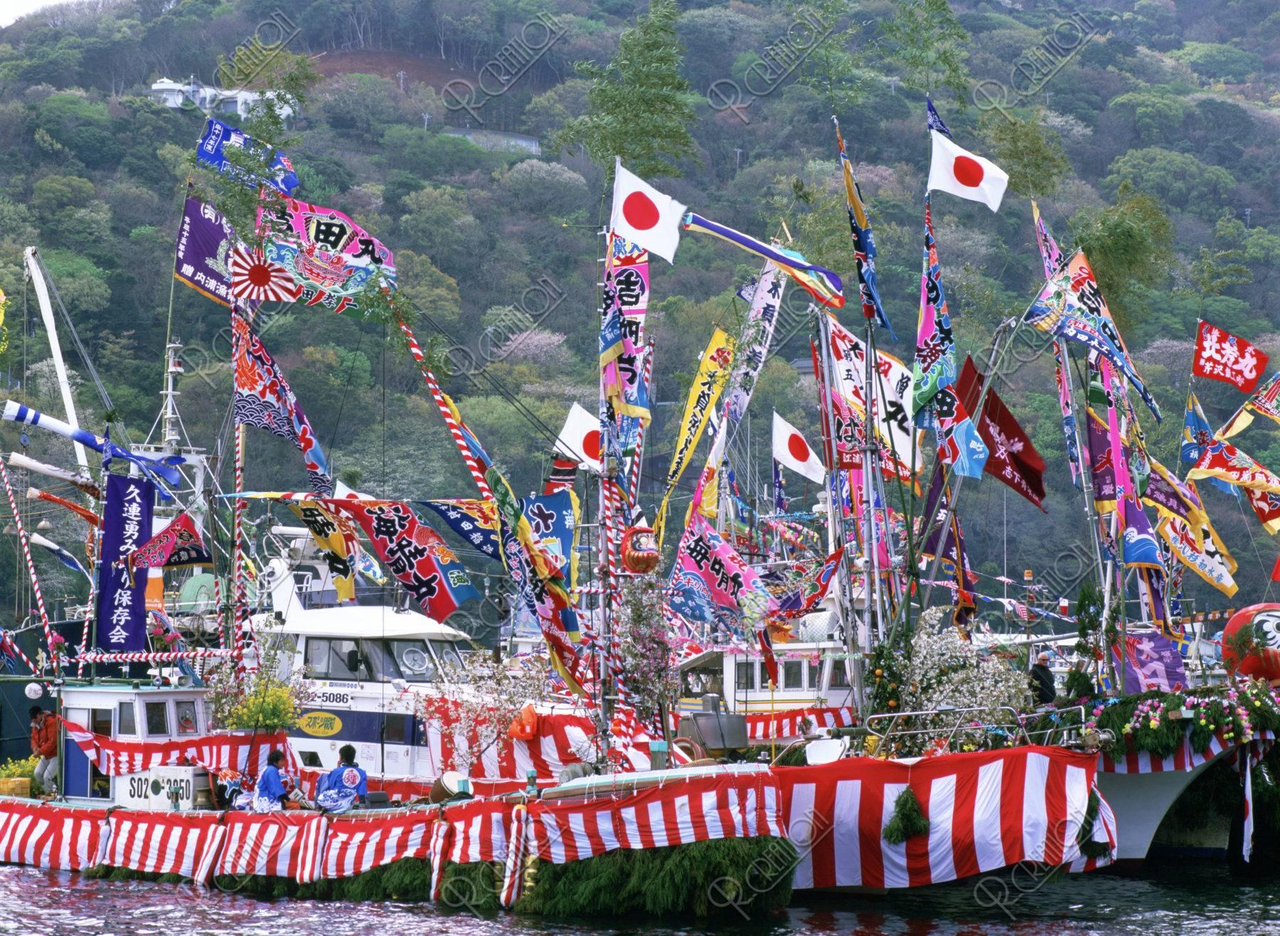大漁旗の船