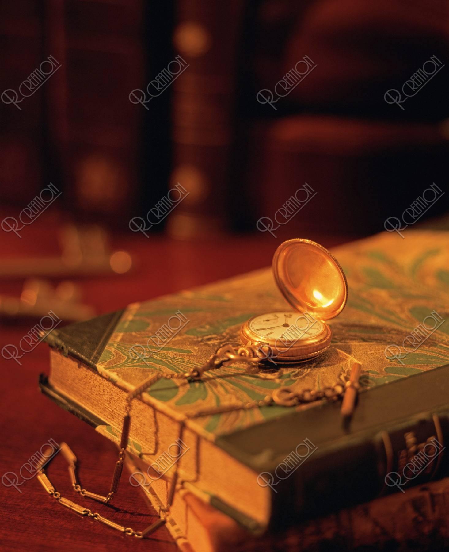 本と懐中時計