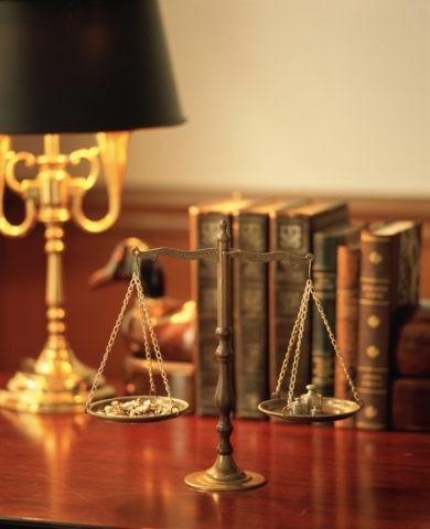 机の上の天秤