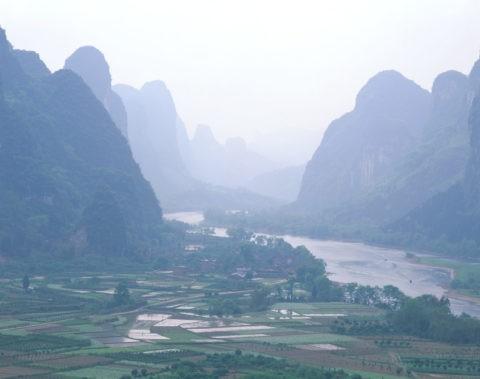 漓江と山並み 楊堤