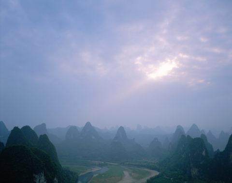 漓江と山並み 興坪