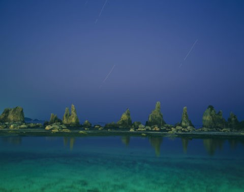星の光跡と橋杭岩夜景