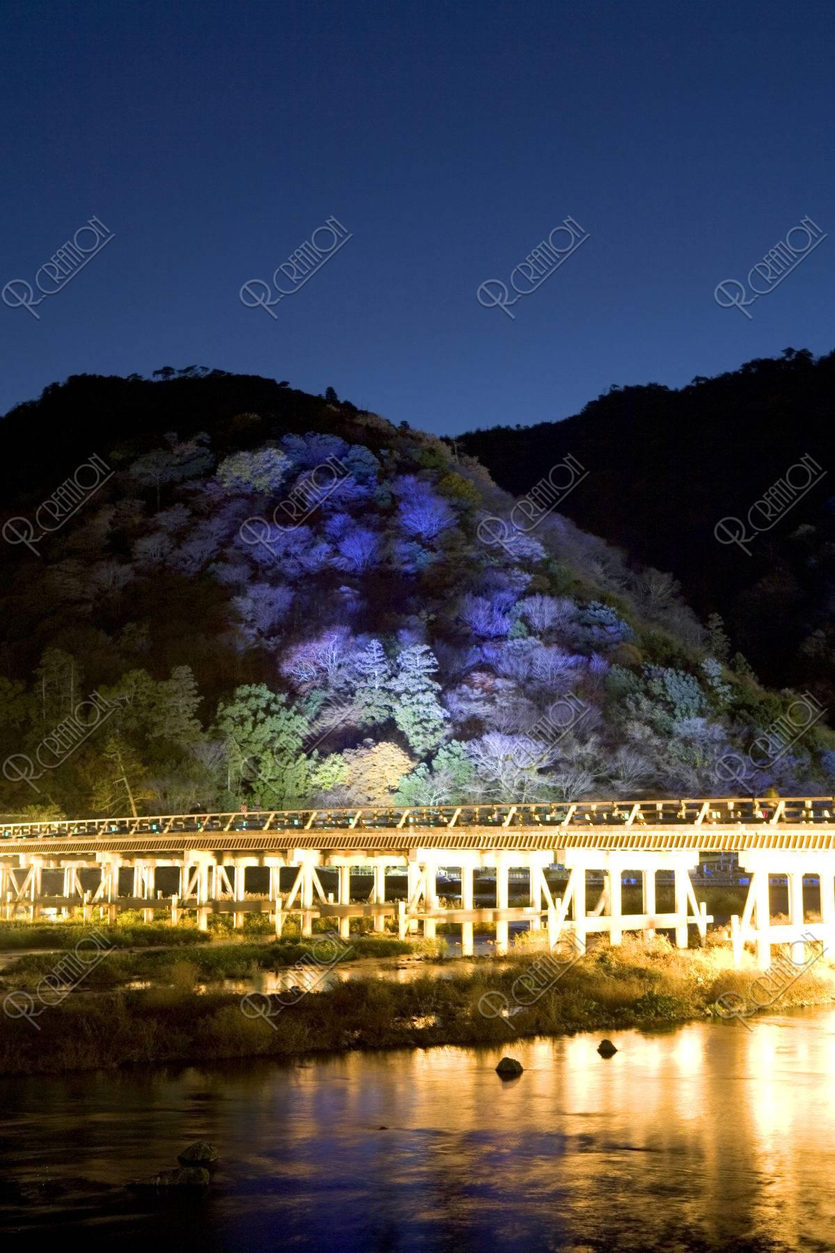 嵐山渡月橋と花灯路 12月