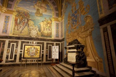 カテドラル内 ピサロの遺体の部屋 W