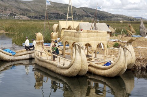 チチカカ湖 ウロス島 トトラ船 葦船