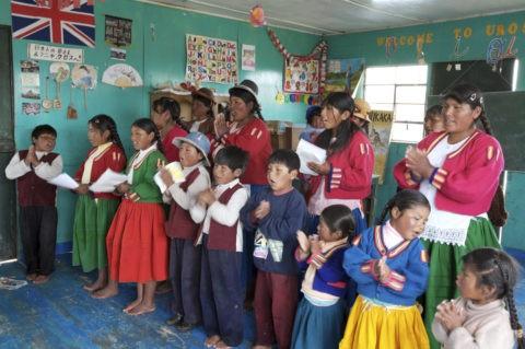 チチカカ湖 ウロス島 ウロ族の学校