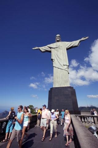コルコバードの丘 キリスト像と観光客