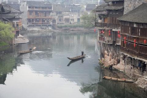 鳳凰古城 沱江と船と街並