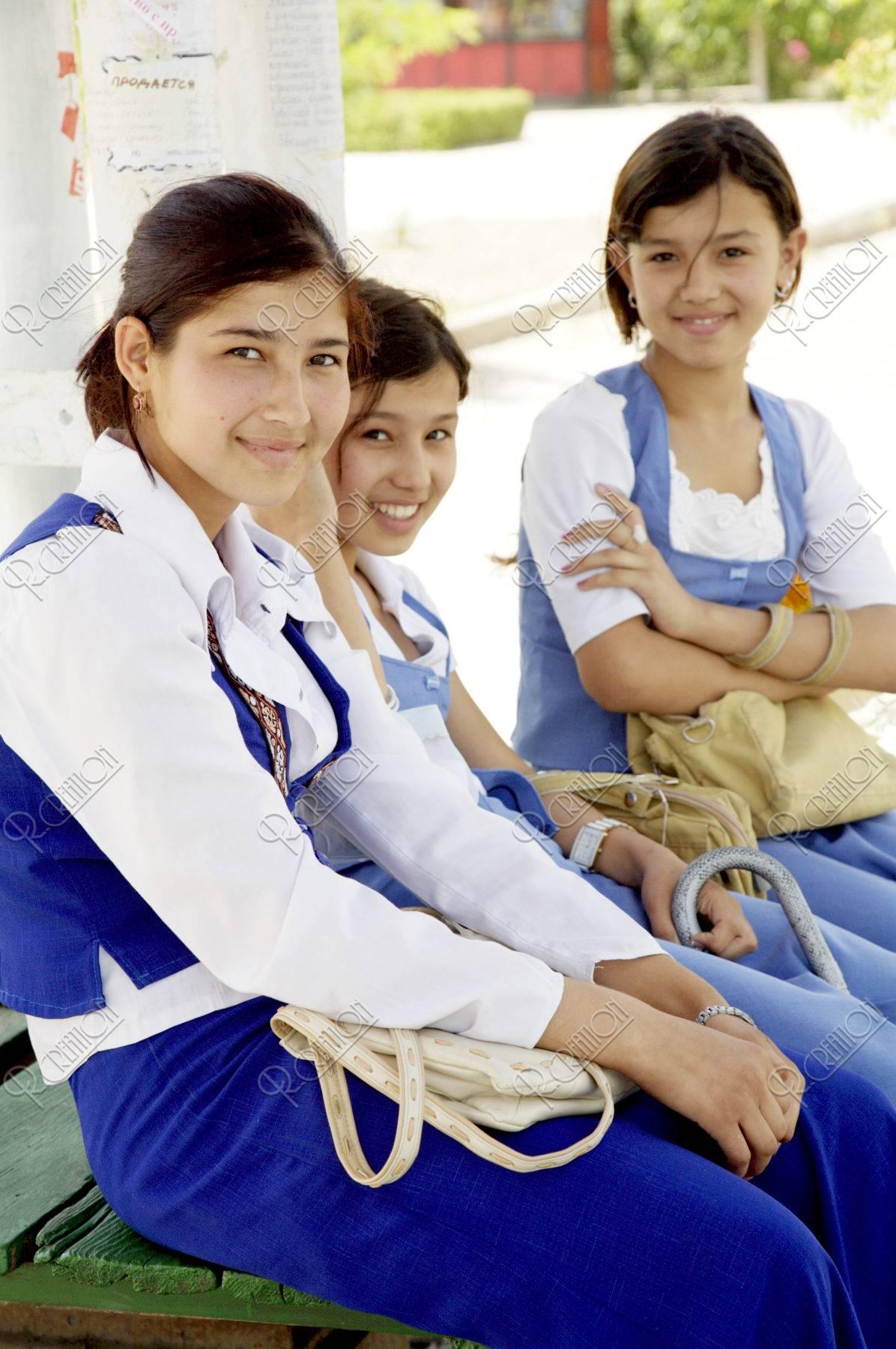 トルクメニスタンの女子高生