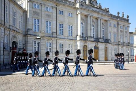 アメリエンボー宮殿前 衛兵の交代