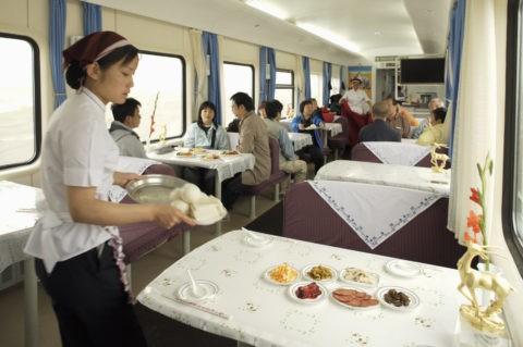 青蔵列車内 食堂車