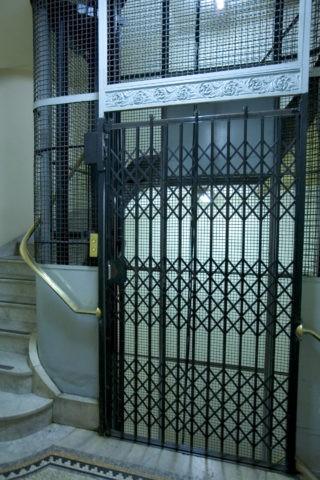 レトロのエレベーター