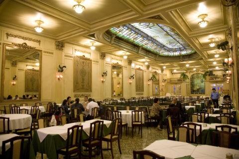 セントロ老舗のレストラン コロンビア