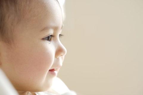 赤ちゃん ハーフ 横顔 アップ