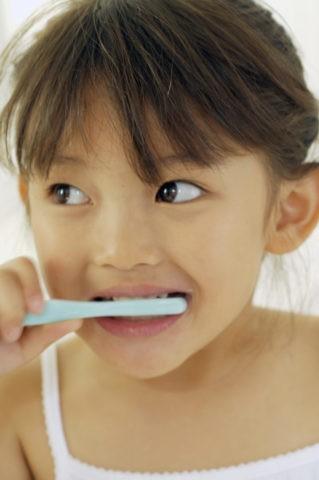 少女 子供 歯磨き