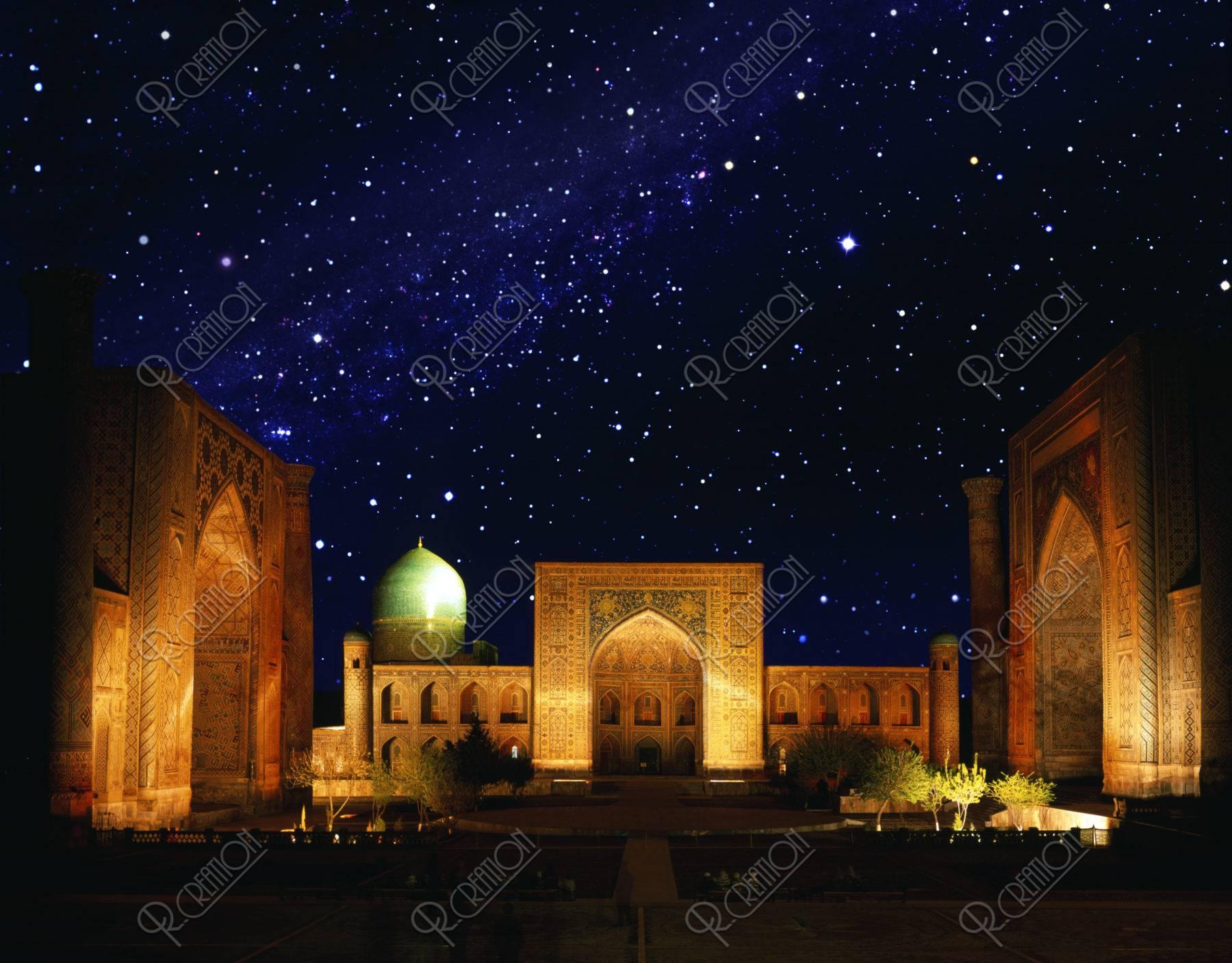 レギスタン広場 世界遺産 夜景 ライトアップ 合成