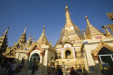 スーレーパゴダ 仏舎利塔 黄金色 金箔 仏教
