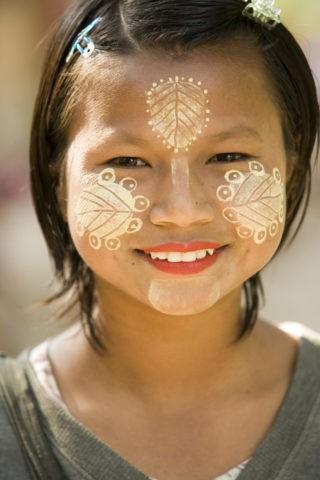 タナカ 日焼け防止 化粧 おしろい 少女 外国人