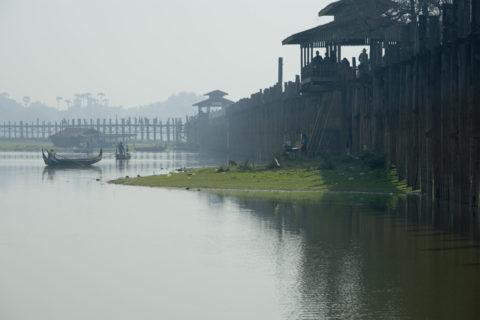ウーペイン橋 木造 タウンタマン湖 船